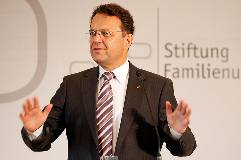 Former Federal Minister Dr. Hans-Peter Friedrich in dialogue with family businesses